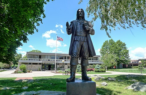 Statue_of_Roger_Williams_at_Roger_Williams_University,_Bristol,_Rhode_Island.jpg