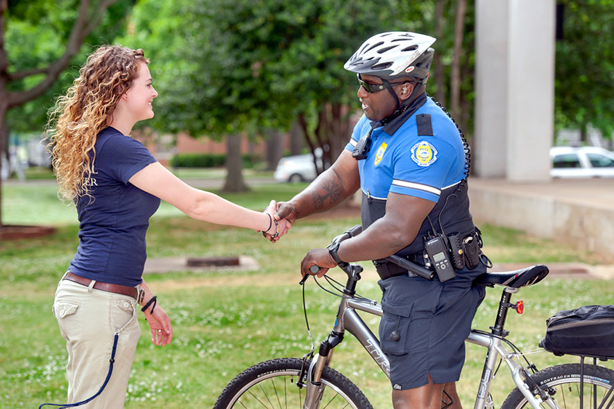 MTSU Police Officer shaking hands with MTSU Student